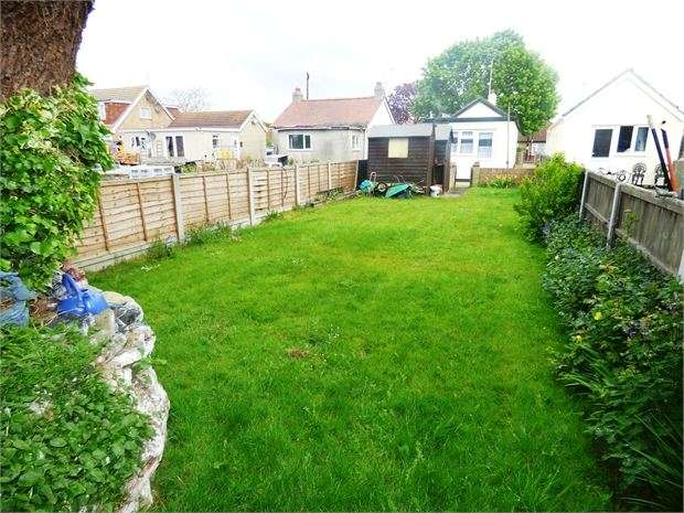 1 Bedroom Detached Bungalow for sale in Woodcutters Avenue, Leigh on sea, SS9 4PL