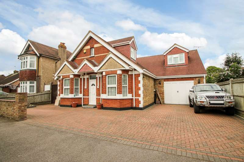 6 Bedrooms Detached House for sale in Parkland Road, Ashford, TW15