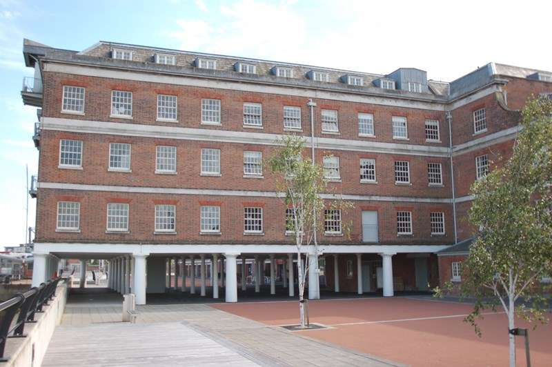2 Bedrooms Flat for sale in The Granary, Royal Clarence Yard, GOSPORT
