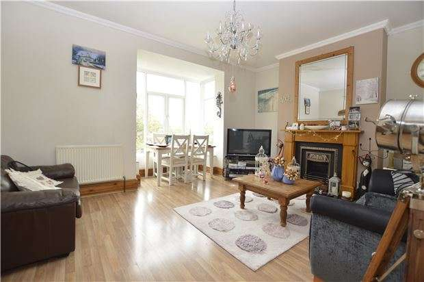2 Bedrooms Flat for sale in Quarry Crescent, HASTINGS, East Sussex, TN34