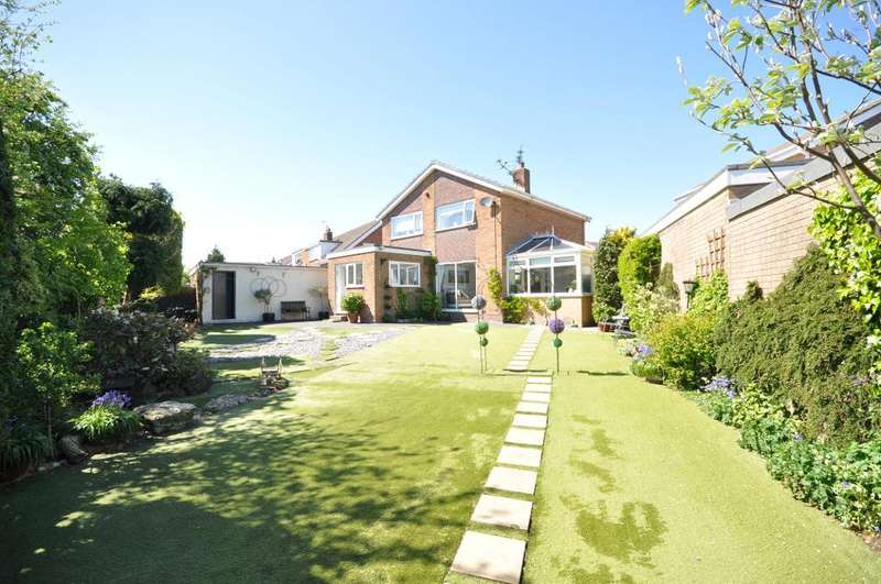 3 Bedrooms Detached House for sale in Moreton Drive, Staining, Lancashire, FY3 0DR