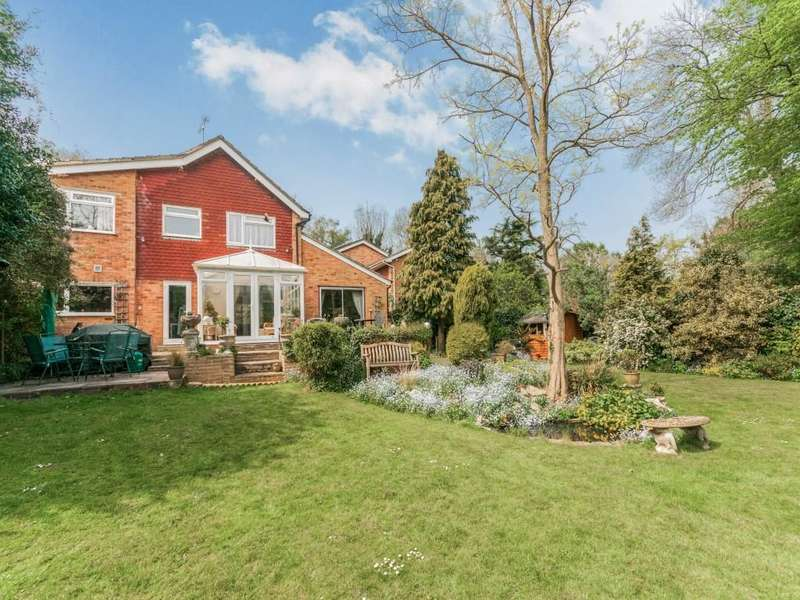4 Bedrooms Detached House for sale in Yew Tree Close, Longfield, DA3