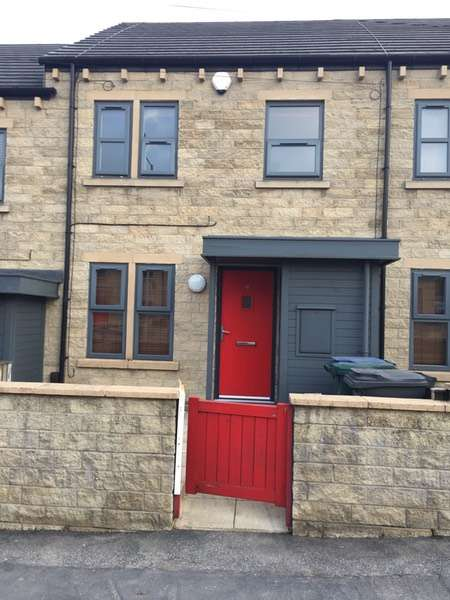 3 Bedrooms Town House for sale in Cleckheaton Road, Bradford, West Yorkshire, BD12