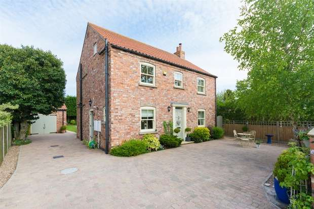 4 Bedrooms Detached House for sale in Main Street, Riccall, YORK