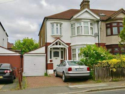 House for sale in Redbridge, Ilford, Essex