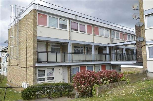 2 Bedrooms Flat for sale in Hartgrove Court, KINGSBURY, NW9 0NN