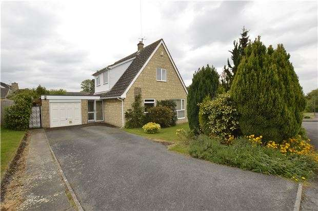 4 Bedrooms Detached House for sale in Ratcliff Lawns, Southam, GL52 3PA