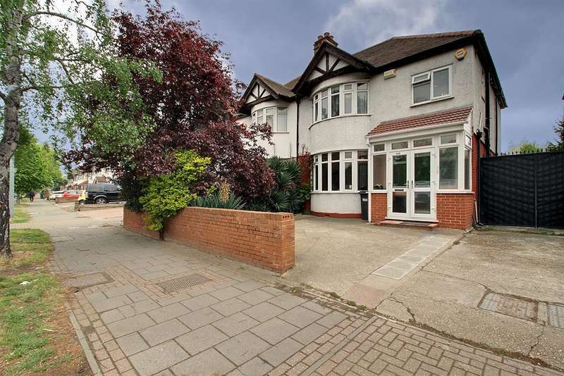 3 Bedrooms Semi Detached House for sale in Great West Road, Isleworth, TW7 5NG