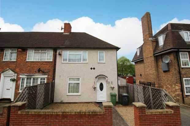 3 Bedrooms Property for sale in Crutchley Road, Catford, Greater London, SE6 1QL