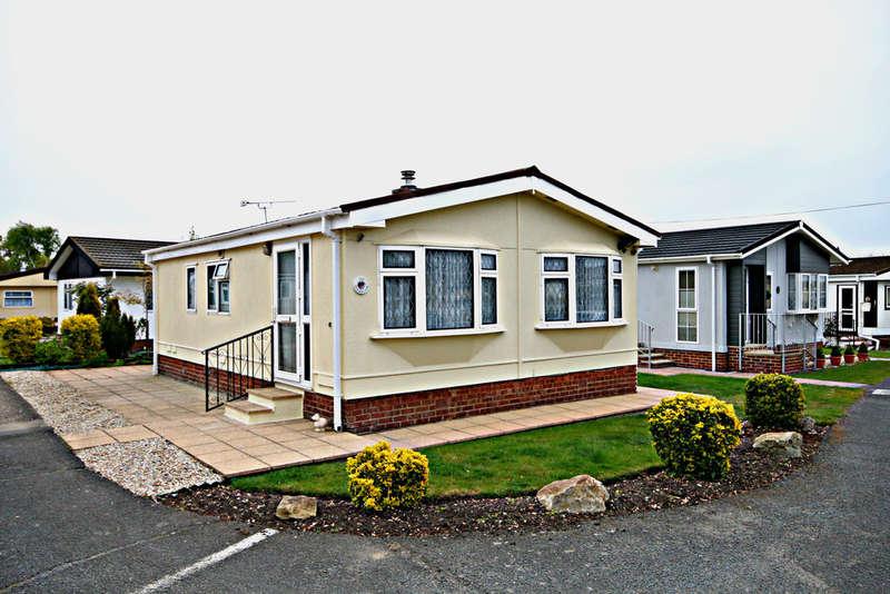 2 Bedrooms Detached House for sale in Dengrove Park, Broad Oak