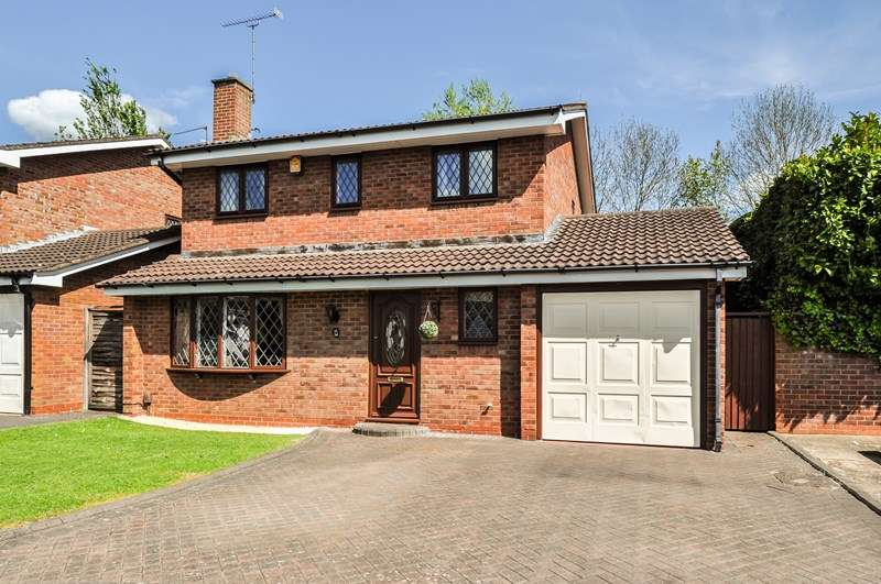 4 Bedrooms Detached House for sale in Hartlebury Close, Church hill North, Redditch