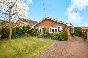 4 Bedrooms Bungalow for sale in St. Andrews Road, Littlestone, New Romney, Kent