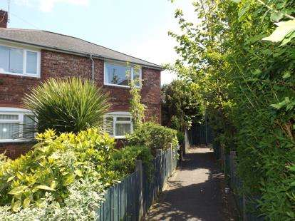 2 Bedrooms Maisonette Flat for sale in Holford Avenue, Manchester, Greater Manchester, Uk