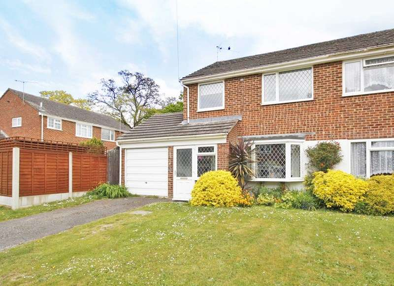 3 Bedrooms Semi Detached House for sale in Shearsbrook Close, Bransgore, Christchurch