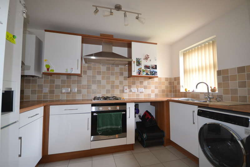 2 Bedrooms Flat for sale in Dawkins Road, Poole