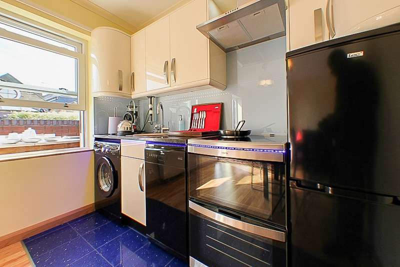 2 Bedrooms Flat for sale in 65 Uverdale Road, Chelsea, London, SW10