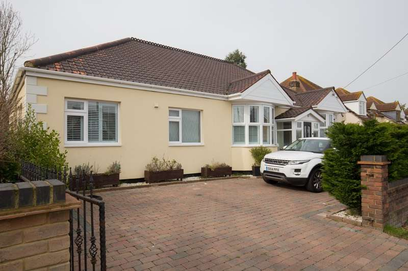 4 Bedrooms Bungalow for sale in Albert Drive, Basildon, Essex, SS15