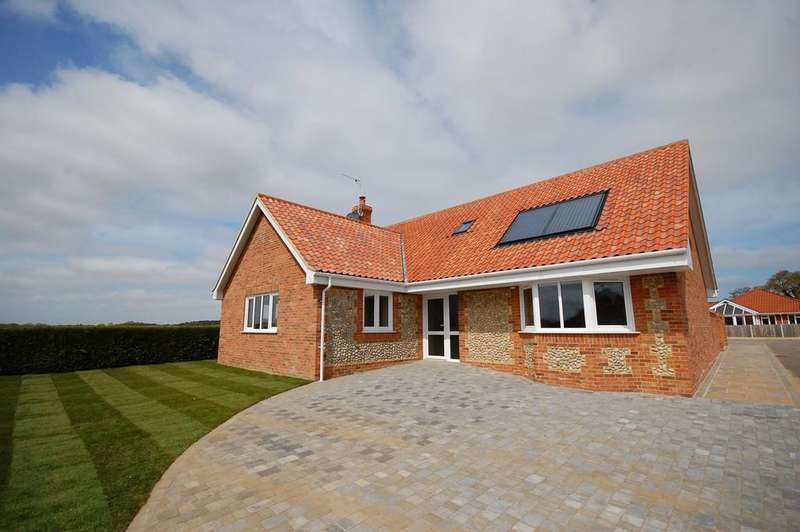 4 Bedrooms Chalet House for sale in John William Way, Bodham