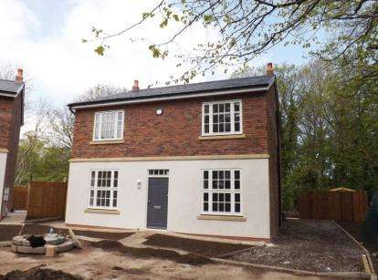 4 Bedrooms Detached House for sale in The Close, Well Street, Holywell, Flintshire, CH8