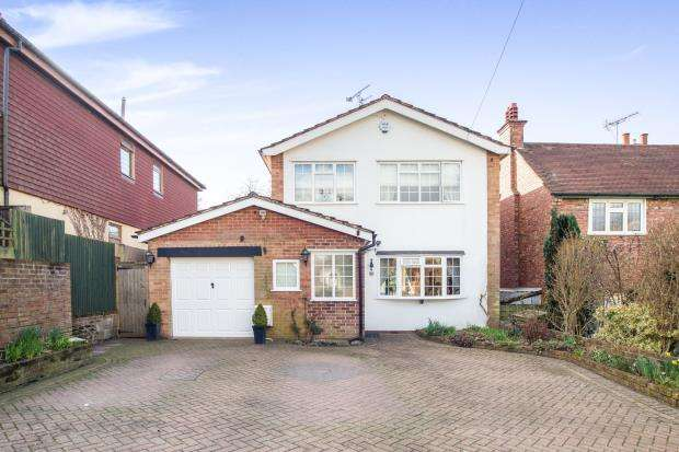 3 Bedrooms Detached House for sale in Tadworth, Surrey, England