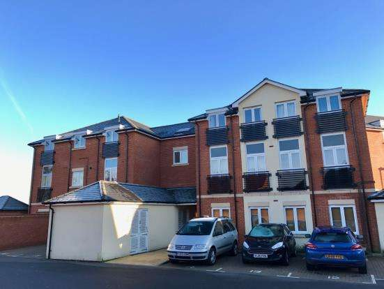 2 Bedrooms Flat for sale in Tadley, Hampshire