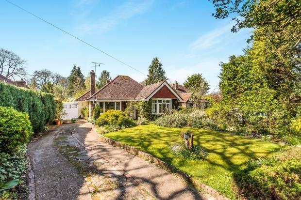 3 Bedrooms Bungalow for sale in Cranleigh, Surrey