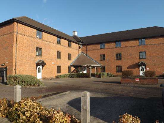 1 Bedroom Flat for sale in Whetstone Road, Farnborough, Hampshire