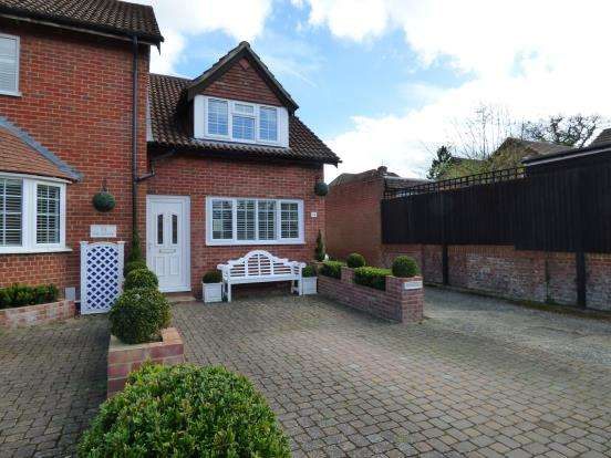 2 Bedrooms House for sale in Liphook, Hampshire