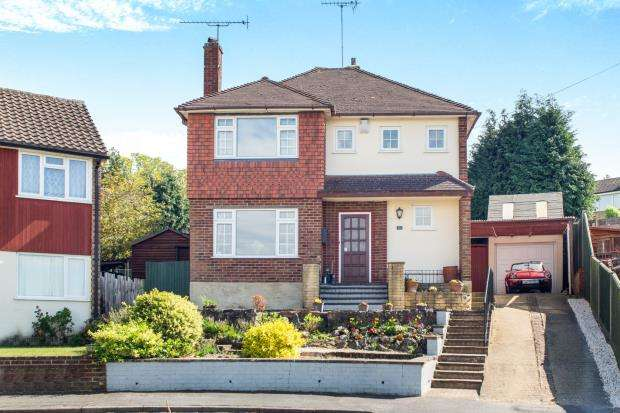 4 Bedrooms Detached House for sale in Claygate, Esher, Surrey