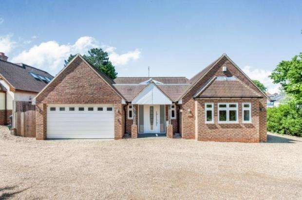 3 Bedrooms Bungalow for sale in Leatherhead, Surrey