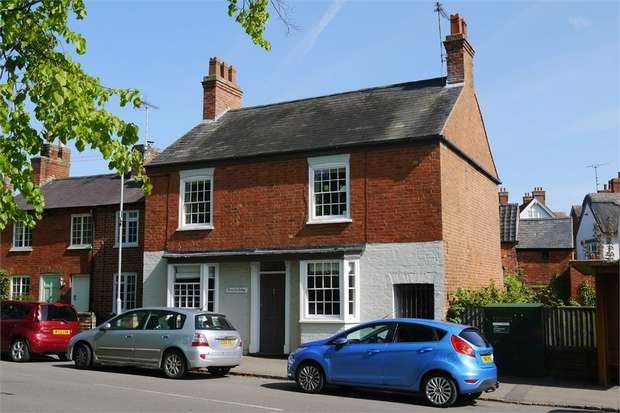 3 Bedrooms Cottage House for sale in 26 The Green, Great Bowden, Leicestershire
