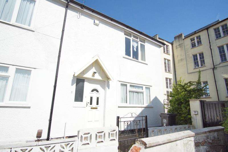 3 Bedrooms Semi Detached House for rent in Dalton Square, Montpelier, Bristol, BS2 8JU