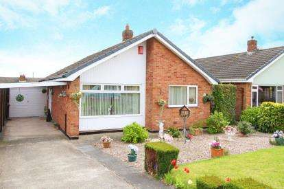 2 Bedrooms Bungalow for sale in Beeley Close, Inkersall, Chesterfield, Derbyshire