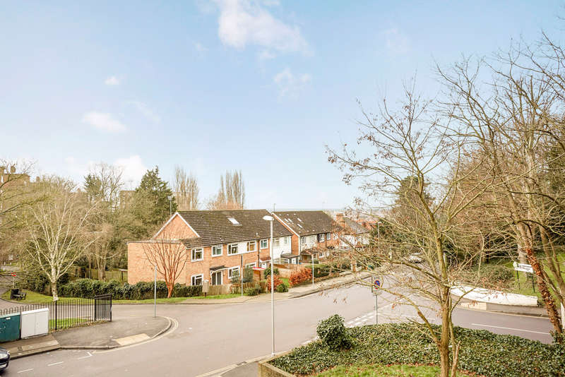 4 Bedrooms Flat for sale in Crescent Road, Kingston Upon Thames, KT2