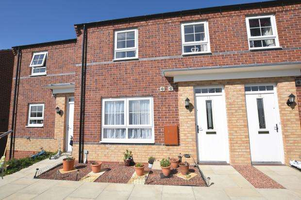 2 Bedrooms Terraced House for sale in Glebe Close, Cayton, Scarborough, North Yorkshire YO11 3AU