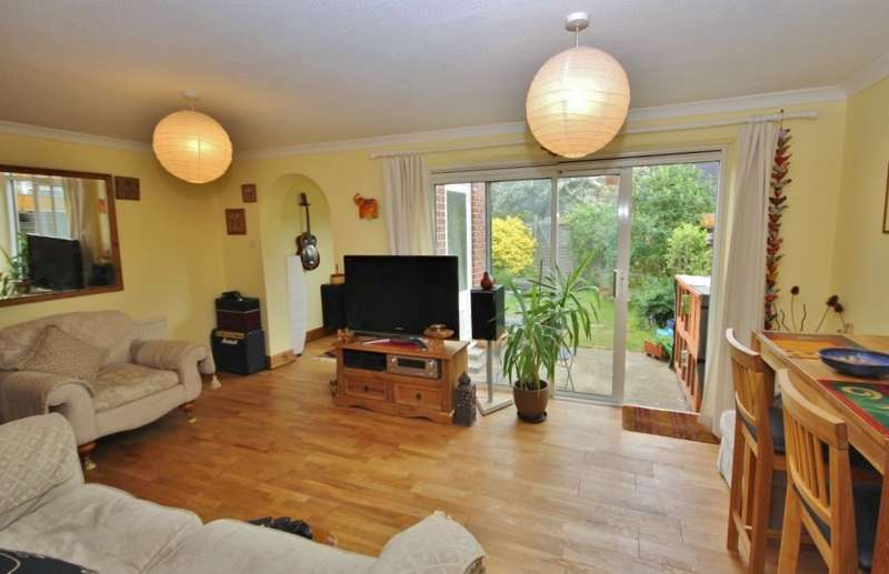 3 Bedrooms Terraced House for sale in Francis Little Drive, Abingdon-on-Thames, OX14