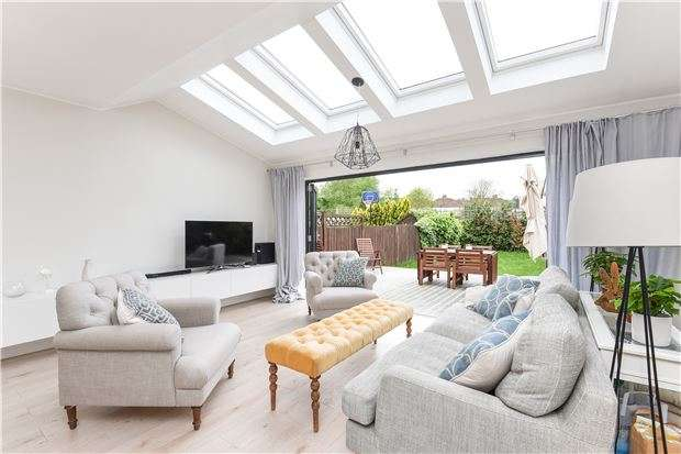4 Bedrooms End Of Terrace House for sale in Upwood Road, LONDON, SW16