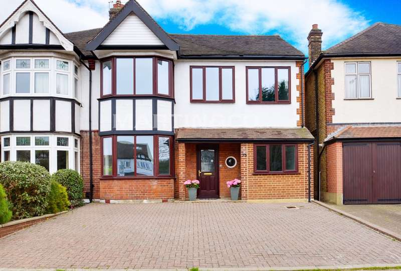 5 Bedrooms Semi Detached House for sale in The Ridgeway, Chingford