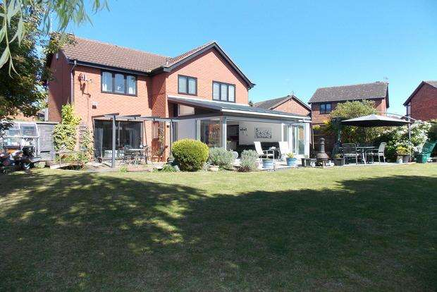 4 Bedrooms Detached House for sale in Court Gardens, West Bridgford, Nottingham, NG2