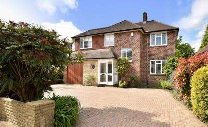 5 Bedrooms Detached House for sale in Park Avenue, Orpington