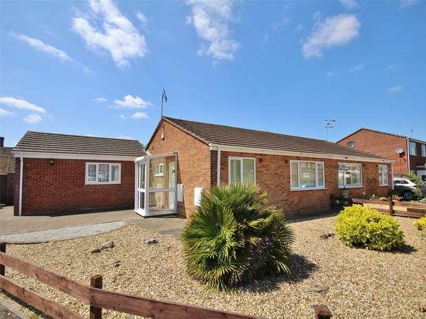 3 Bedrooms Semi Detached Bungalow for sale in Seliot Close, Oakdale, POOLE, Dorset