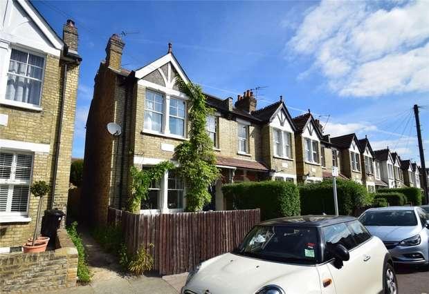 2 Bedrooms Flat for sale in Kenley Road, St Margarets, Twickenham