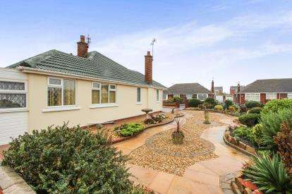 2 Bedrooms Bungalow for sale in Kilgrimol Gardens, Lytham St. Annes, Lancashire, FY8