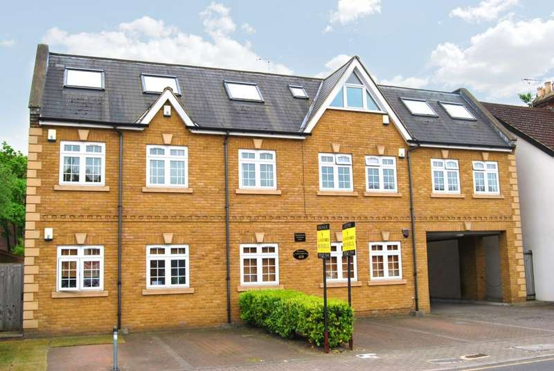 2 Bedrooms Flat for sale in Stanley Road Bromley BR2