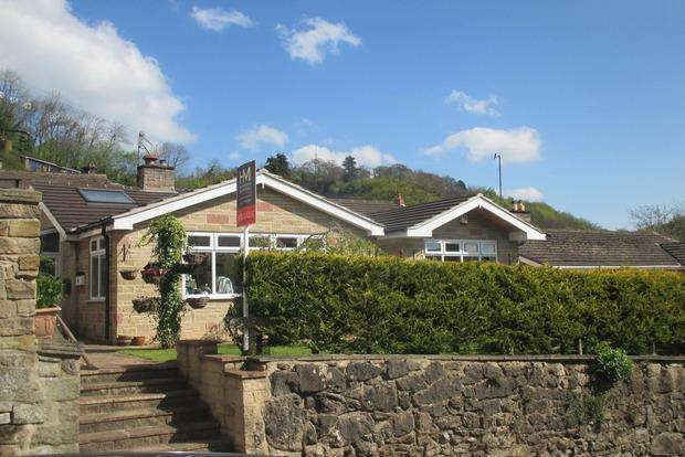 3 Bedrooms Detached Bungalow for sale in Holme Road, Matlock Bath, Matlock, DE4