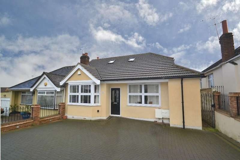 2 Bedrooms Semi Detached Bungalow for sale in Mashiters Hill, Romford
