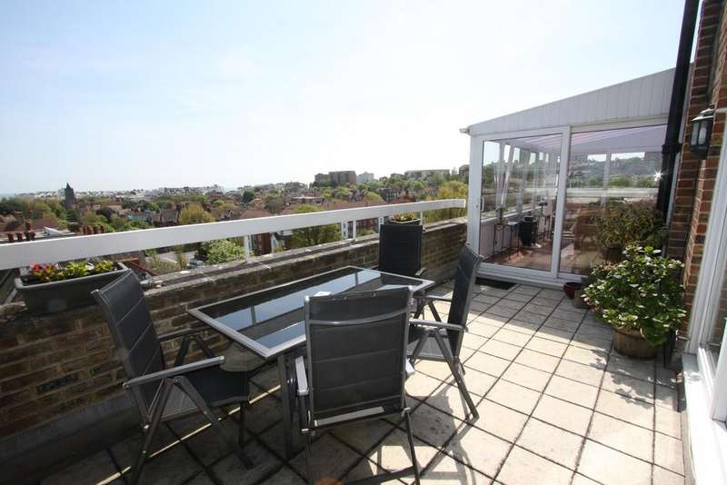 3 Bedrooms Apartment Flat for sale in Meads Court, Carlisle Road, Eastbourne BN20