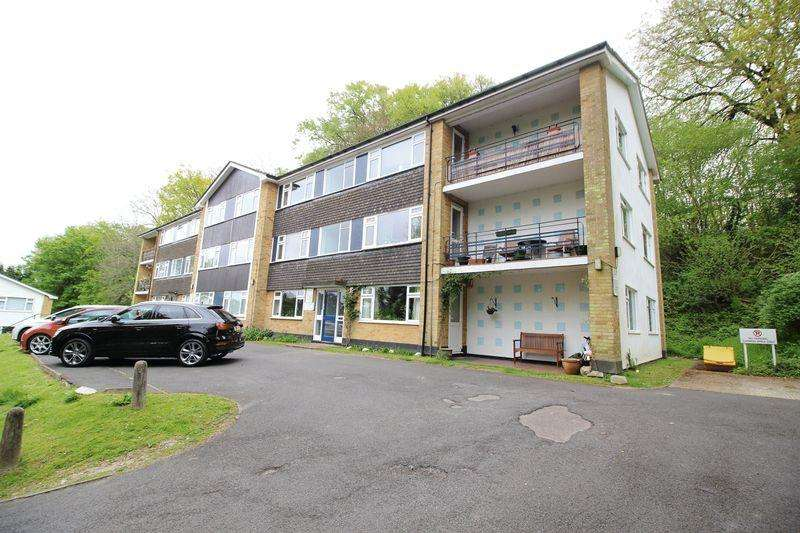 2 Bedrooms Flat for sale in BEECHWOOD ROAD, CATERHAM VALLEY