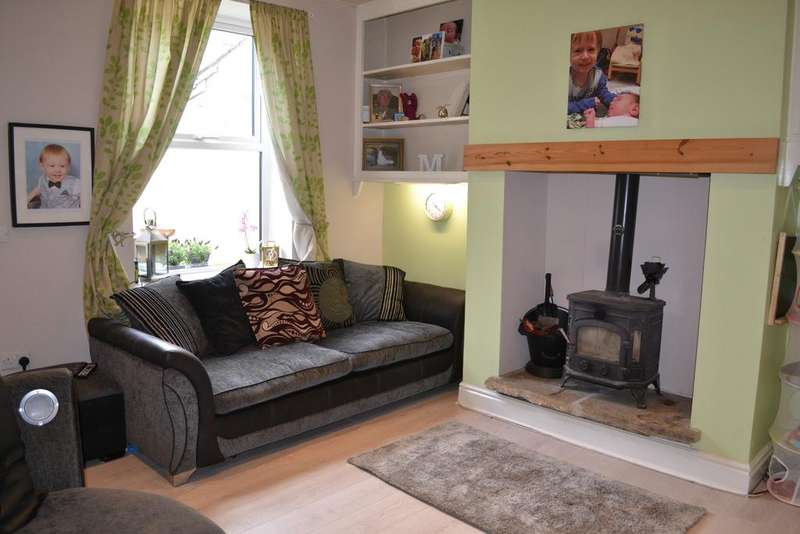 2 Bedrooms Terraced House for sale in Grove Street, Barrowford BB9