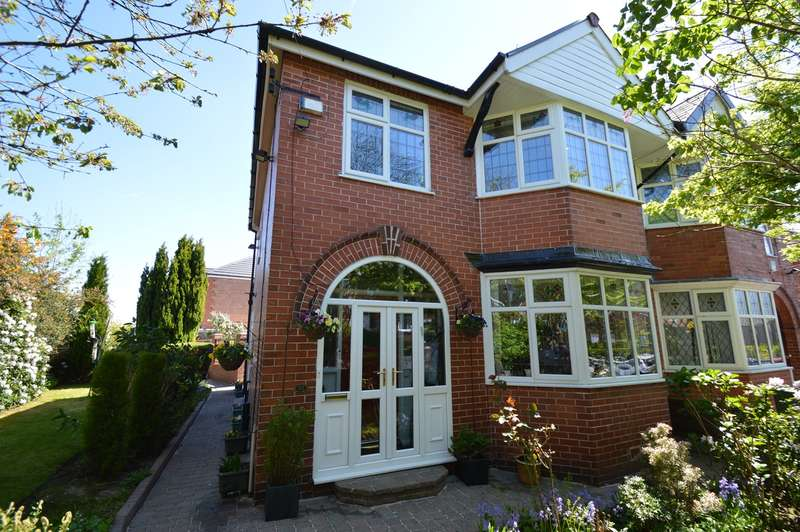 3 Bedrooms Semi Detached House for sale in Hereford Drive, Prestwich, Manchester, M25